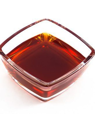 Das Naturra Bio Johanniskraut Öl als offenes Rotöl